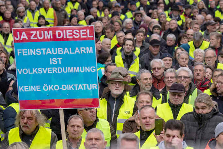 Diesel-Gegner demonstrieren vergangenen Samstag am Neckartor.