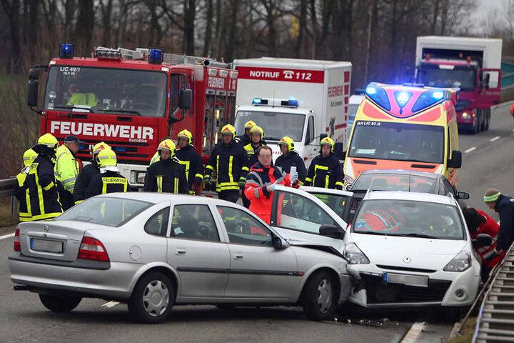 Der Renaultfahrer wurde so schwer verletzt, dass er ins Krankenhaus musste.