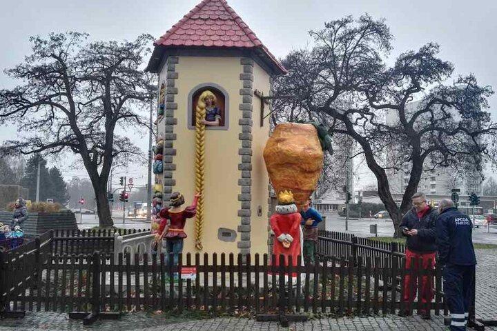 Am Mittwochmorgen standen die Figuren, so als wäre nichts gewesen, wieder am ursprünglichen Platz.