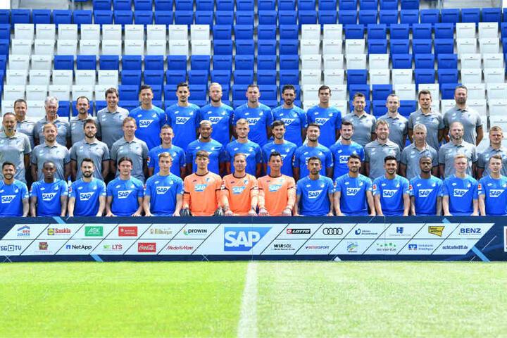 Die Mannschaft des TSG 1899 Hoffenheim bei einem Fototermin für die Saison 2018/19 in der Rhein-Neckar-Arena.