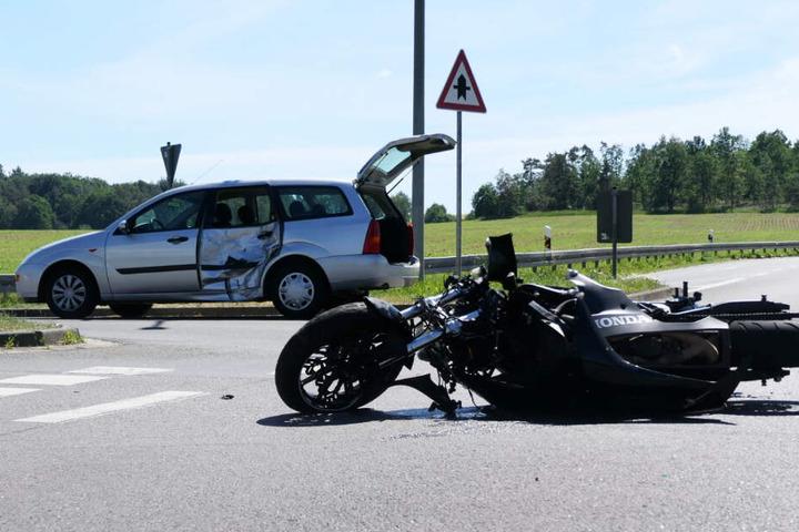 Der Motorradfahrer wurde bei dem Unfall verletzt.