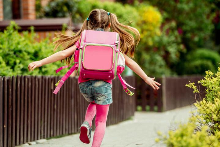 Auf der Schulranzen Messe können sich Eltern und Kinder einen guten Überblick über die Vielzahl an Varianten von Schulranzen verschaffen. (Symbolbild)