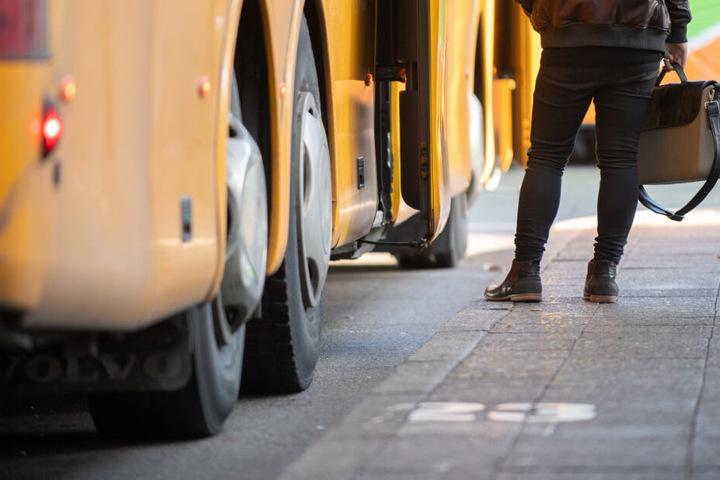 Ein Schulbusfahrer soll Kinder sexuell missbraucht haben. (Symbolbild)