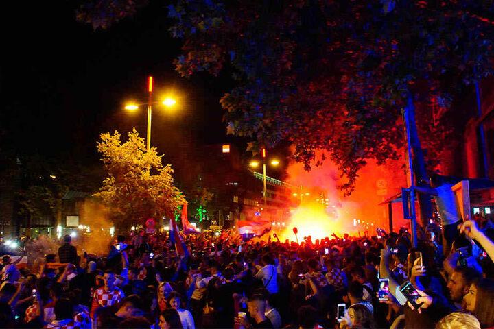 Wegen unerlaubter Pyrotechnik gab es vereinzelt Festnahmen. Sonst blieb die WM-Feier friedlich.