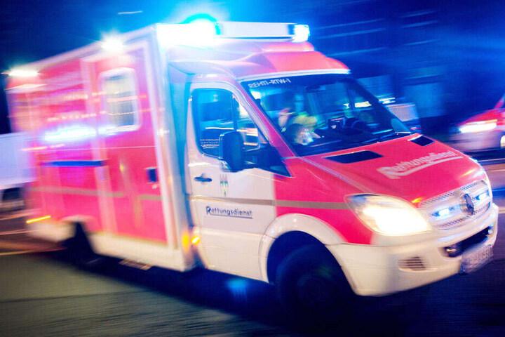 Der verletzte Rocker wurde in ein Krankenhaus gebracht. (Symbolbild)