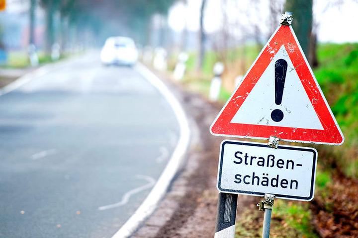 Fast die Hälfte der Staatsstraßen in Sachsen ist in einem schlechten Zustand.