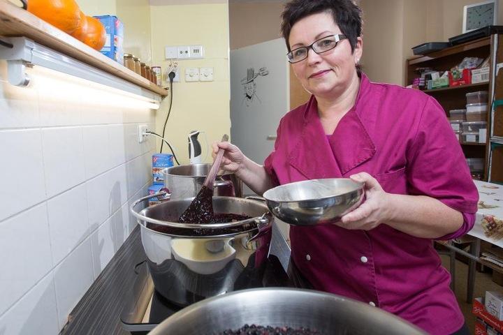 """Die dreifache Marmeladen-Königin Eva Melzer (54) will mit Kreationen wie """"Aprikose-Rosmarin"""" bei der Meisterschaft punkten."""
