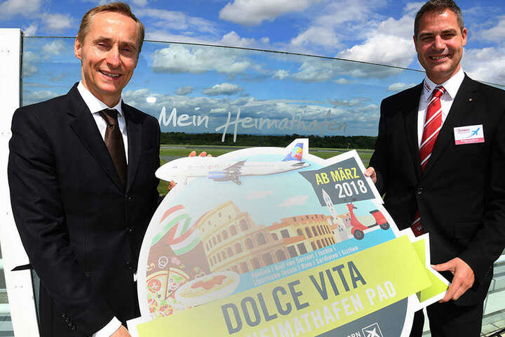 """Dr. Marc Cezanne (l.) vom Flughafen zusammen mit Philipp Cantauw, Geschäftsführer beim Reiseveranstalter """"Der Schmidt""""."""