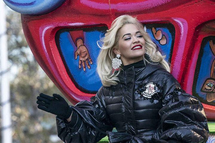 Vor ihrem Auftritt war bei Rita Ora noch alles in Ordnung.