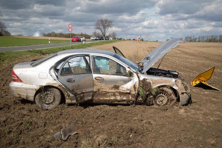 Der Wagen soll sich mehrfach überschlagen haben.
