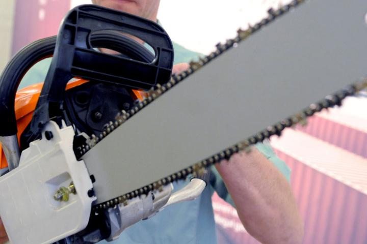 Die Täter hatten den Pizzalieferanten unter anderem mit einer Kettensäge attackiert. (Symbolbild)