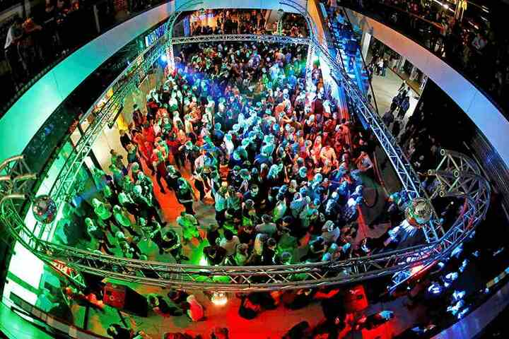 Sie gilt als Deutschlands größte Innenstadt-Party: die Unity.Dresden.Night.  Eine der Haupt-Locations ist die Centrum-Galerie.