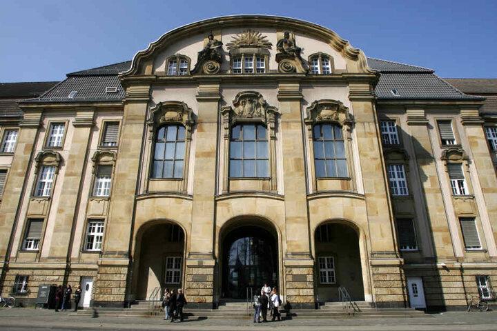 Das Foto zeigt das Amts- und Landgericht in Mönchengladbach.