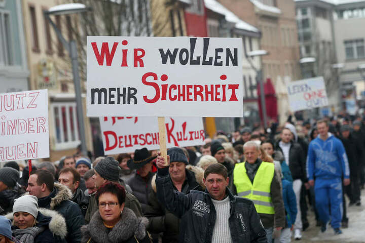 Hunderte Russen demonstrierten im Januar 2016 in Berlin wegen der angeblichen Vergewaltigung einer Russlanddeutschen durch Flüchtlinge.