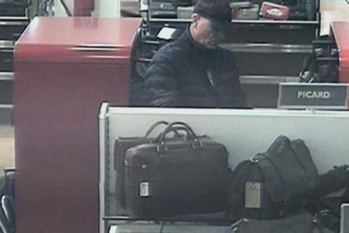 Bild 2 des Verdächtigen: Die Polizei sucht nach einem Räuber aus der Wilmersdorfer Straße.