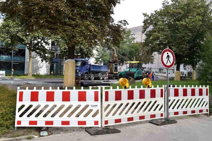 Für Fussgänger und Autofahrer ist die Durchfahrt durch die Katharienstraße gesperrt.