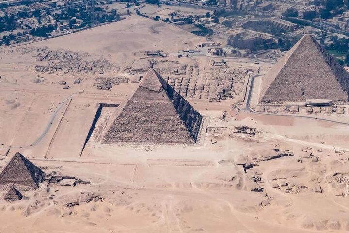 Die Pyramiden von Gizeh fotografierte Felix Gottwald beim Anflug auf Kairo.