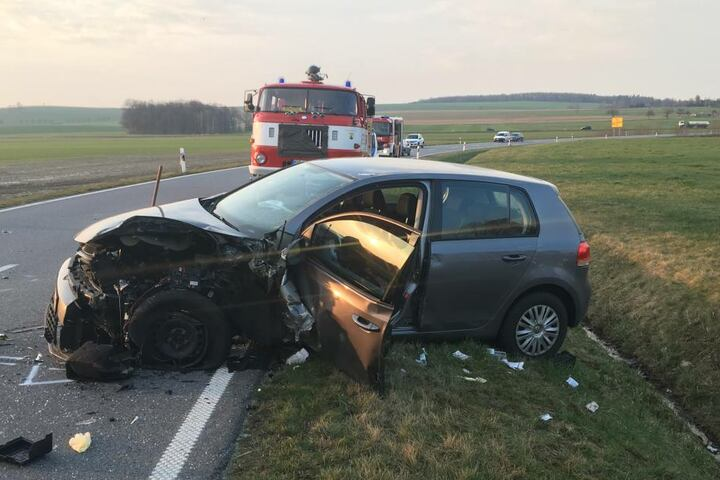 Mindestens zwei Menschen wurden schwer verletzt.