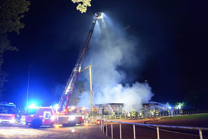 Rund 85 Feuerwehrmänner waren vor Ort.