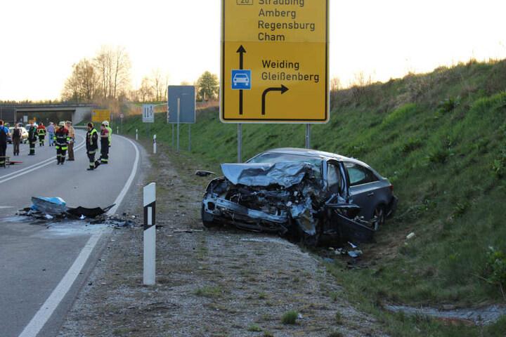 Der Chevrolet der Familie wurde in den Straßengraben geschleudert.