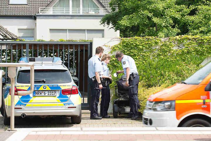 Die Polizei untersuchte den herrenlosen Rolli.