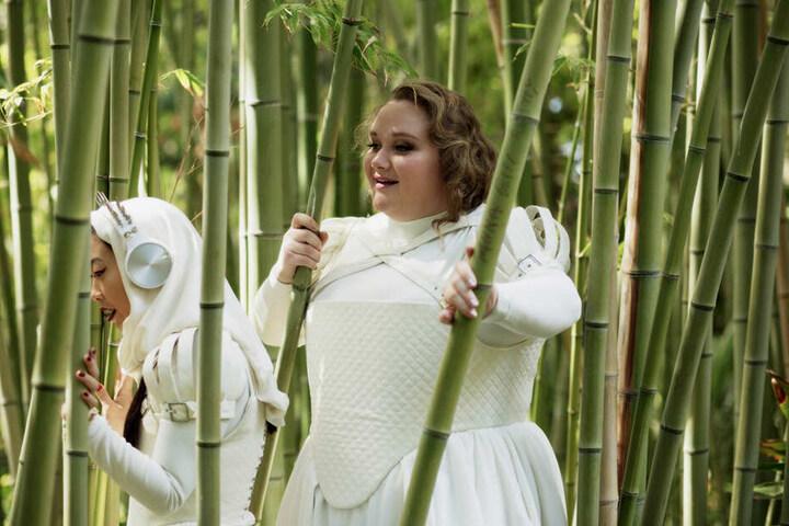 """Auch Chloe (r., Danielle Macdonald) und Yu (Awkwafina) sind in dem Erziehungscamp gelandet, um """"besser"""" zu werden."""