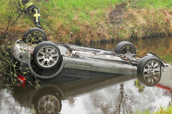 Die Frau und ihre beiden Kinder wurden nach dem Unfall von einem Passanten aus dem Kanal gerettet.