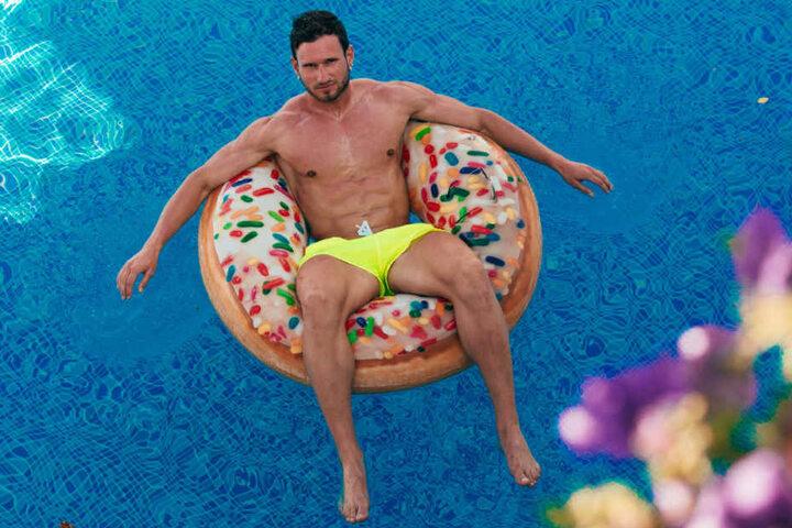Auch im Schwimmring macht er eine gute Figur.