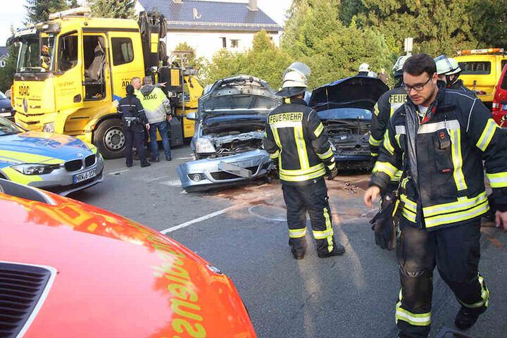 Vier Personen wurden dabei verletzte, eine 27-jährige Augustdorferin schwer.
