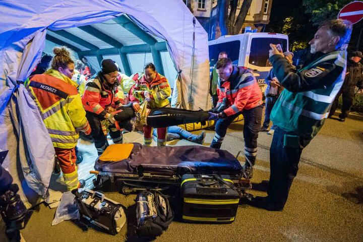Rund 300 Sanitäter kümmerten sich um die Opfer.