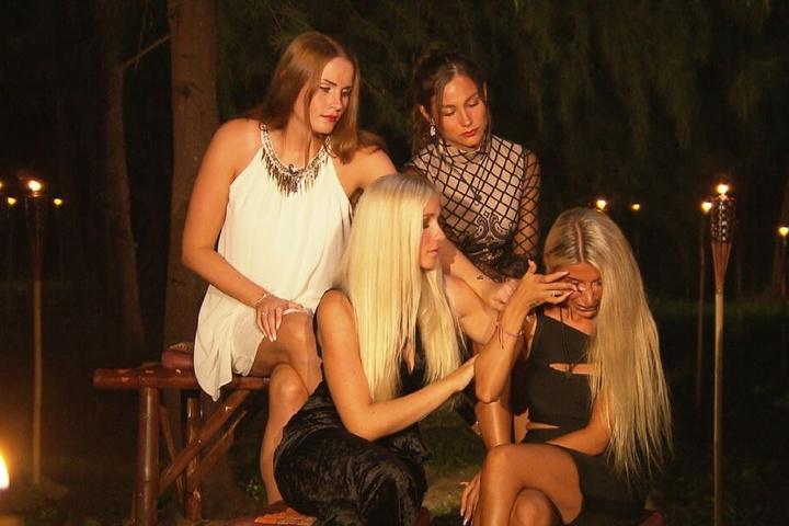 Christina (r.) musste schon mehrfach weinen als sie sah, wie sehr ihr Salvatore vor allem mit Anastasiya flirtete.