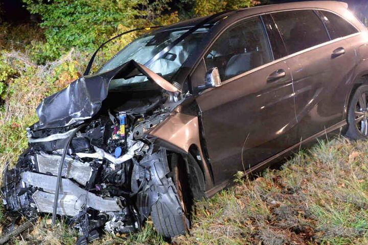 Der 79-Jährige konnte sich aus seinem Fahrzeug-Wrack selbst befreien.
