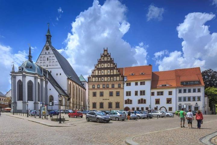 Der Dom zu Freiberg musste seinerzeit ebenfalls sein Geläut hergeben, bekam aber einen Teil zurück.