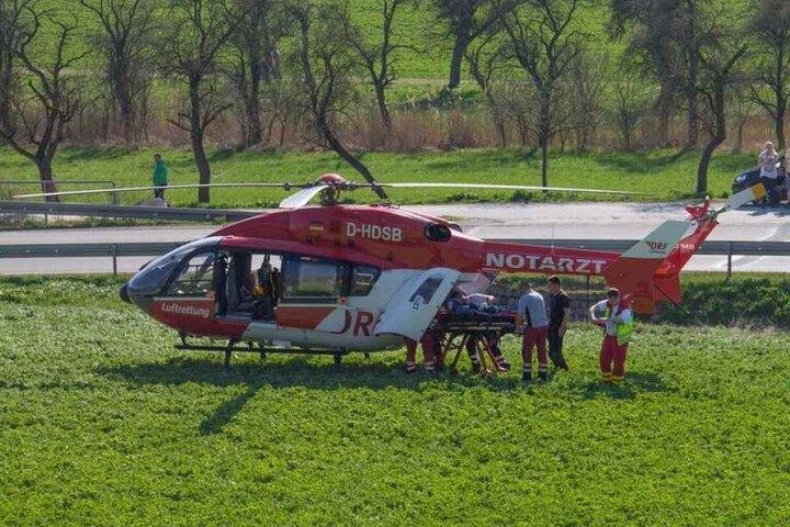 Der Motorradfahrer kam mit dem Rettungshubschrauber ins Krankenhaus.
