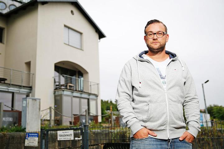 """Georg Bauch (32) lockt in seine """"Hafenmeisterei"""" mit Labskaus, geschmorter  Ochsenbacke und Quarksoufflé."""