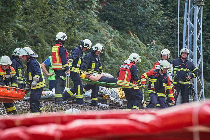 """Verletzte wurden zu einer """"Patientenablage"""" am Elbufer gebracht: Die Aktion """"Schöna 2019"""" war die bisher größte sächsische Katastrophenschutzübung."""