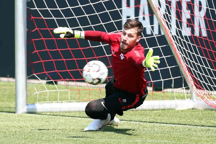 """Spielt laut Trainer Ralf Rangnick ebenfalls eine """"wichtige Rolle"""": Torhüter Nummer 3, Marius Müller (25)."""