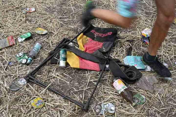 Freunde fanden die junge Frau leblos in ihrem Zelt. (Symbolbild)