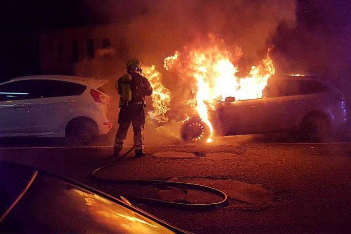 Ein Ford Mondeo stand in der Nacht zum Sonntag in Flammen.