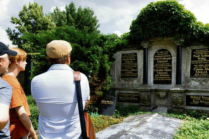 Auch am Grab der Großeltern von Terence Hill waren die beiden.