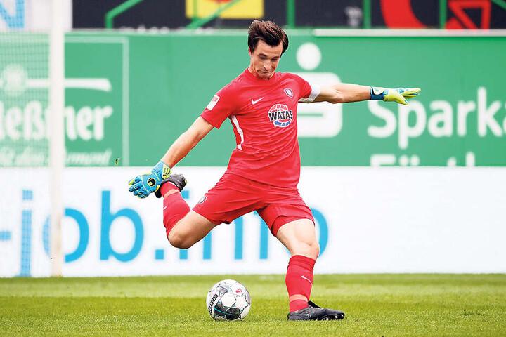 FCE-Keeper Martin Männel ging auf Nummer sicher und drosch die Bälle meist in die gegnerische Hälfte.