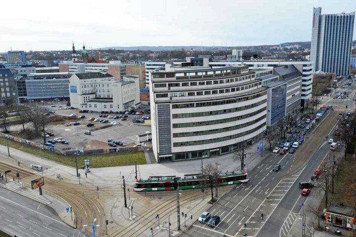 Nadelöhr: Der Heym-Platz wird mit Beginn der Bauarbeiten an der Zenti zum  Verkehrsdrehkreuz Nummer eins in der City.