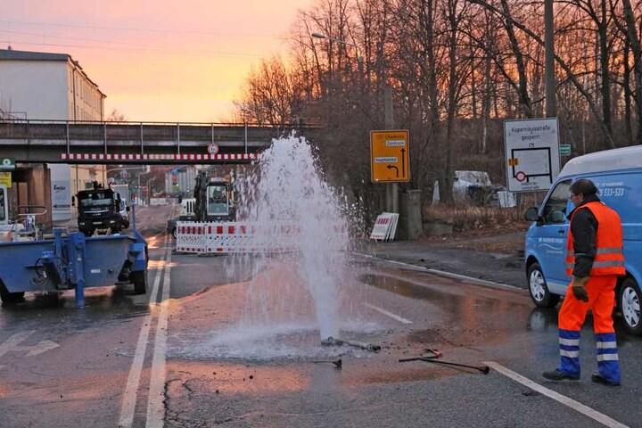 Gewohnter Anblick in Zwickau: ein schwerer Wasserrohrbruch. In 2017 gab es davon gleich drei Stück im Stadtgebiet.