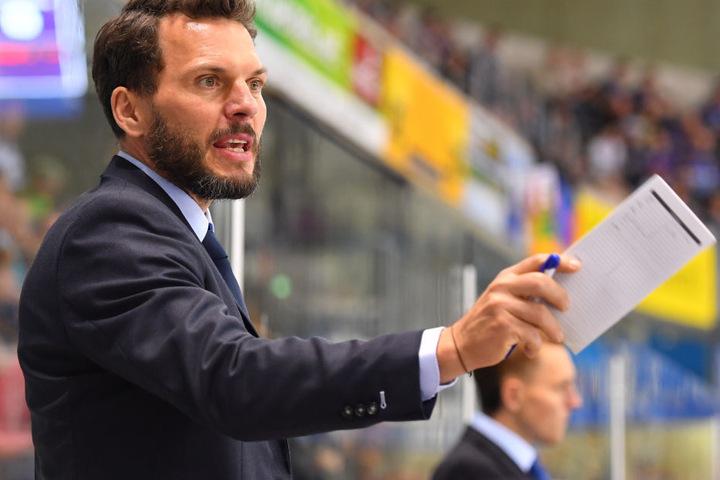 Jochen Molling fordert seine Spieler zu mehr Konsequenz vor dem eigenen Tor auf.