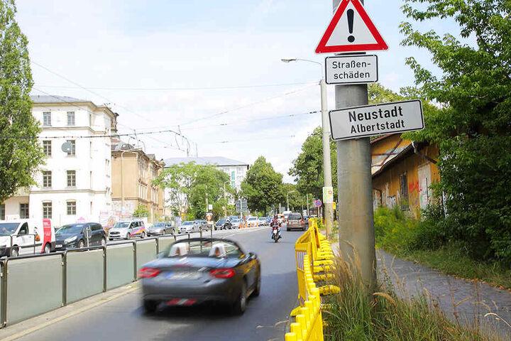 Sperrvorbereitungen an der Königsbrücker Straße. Gebaut wird aber nur ein winziger Abschnitt.