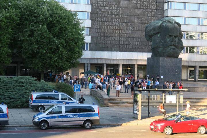 Zur Demonstration von Pegida Chemnitz-Erzgebirge kamen etwa 100 Teilnehmer.