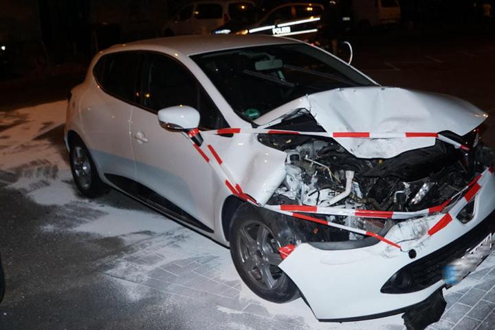 Trotz des Schadens am Wagen, wollte der Fahrer nach dem Auffahrunfall weiterfahren.
