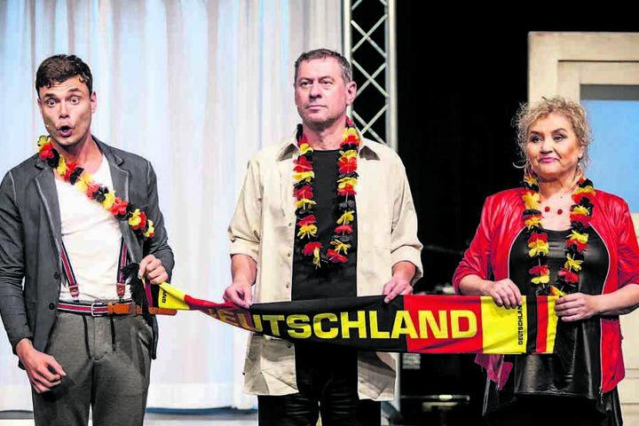 """Hannes Sell (l.) steht diese Woche in der Produktion """"Freibier wird teurer"""" auf der Bühne der Herkuleskeule."""