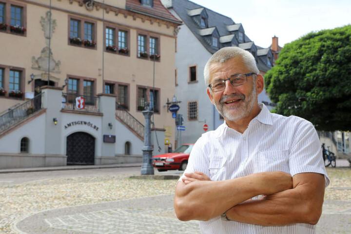 Waldenburgs Bürgermeister Bernd Pohlers (64, Freie Wähler) hofft auf einen Babyboom durch die Klapperstörche.