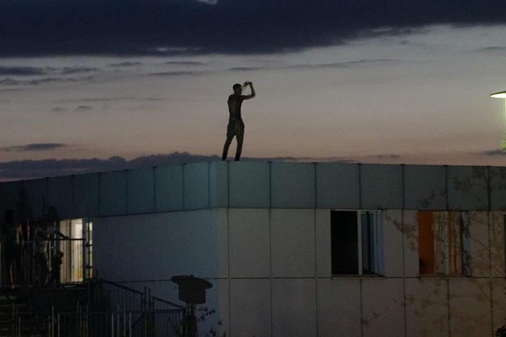 Es soll sich um den Asylbewerber handeln, der vor einigen Tagen auf das Dach eines Asylheims kletterte.